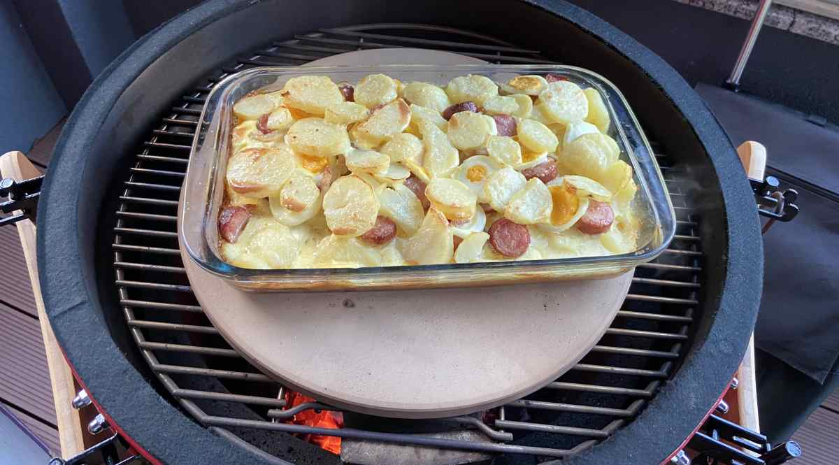 Uz pomoć pizza kamena neizravno kuhamo odnosno pečemo - na slici je odličan rezultat - francuski krumpir