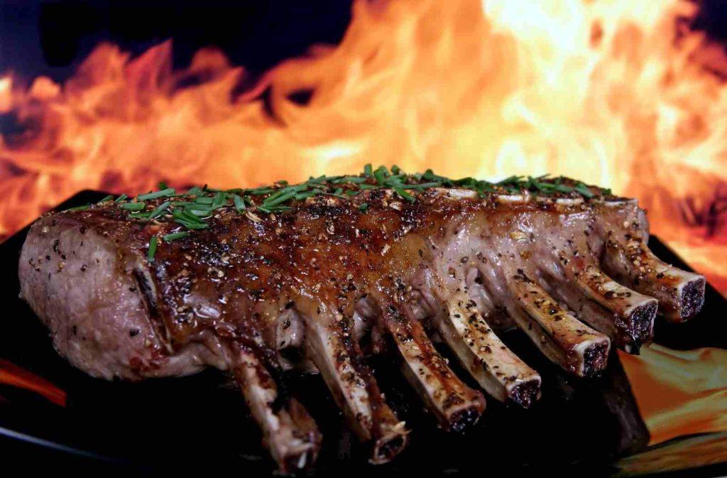 Na Kamado roštiljima mogu se uz klasičan grill, pripremati američki BBQ, ili primjerice argentinski na otvorenoj vatri