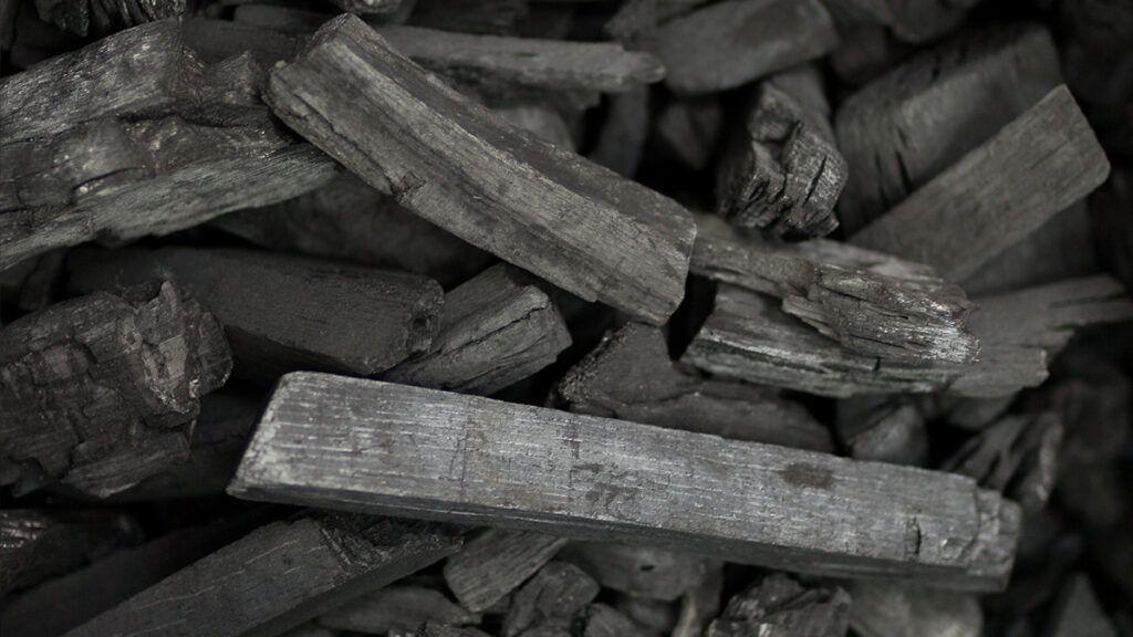 Ugljen mora biti razlomljen u veće komade, bez prašine te ne smije biti vlažan